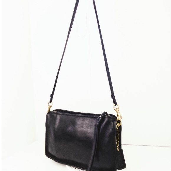 "3790b97a4a2d Coach Handbags - 🎁🎄Vintage Coach ""New York City Bag"" Crossbody"